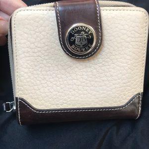 Handbags - VINTAGE DOONEY AND BOURKE WALLET